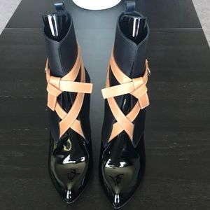NEW WITHOUT TAG MIXED LEATHER WRAPPED ANKLE BOOTS
